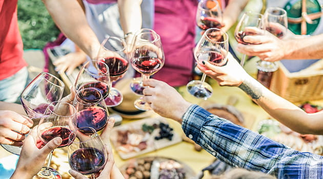 /-/media/economia/images/article-images/wine-cheers-630.ashx